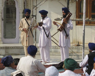 A dhadhi jatha I photographed in late 2008 just off the parikarma of Harimandir Sahib