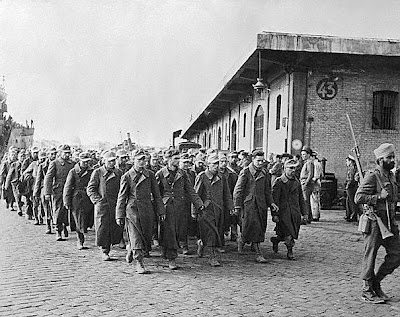 A Sikh soldier escorting German prisoners of war