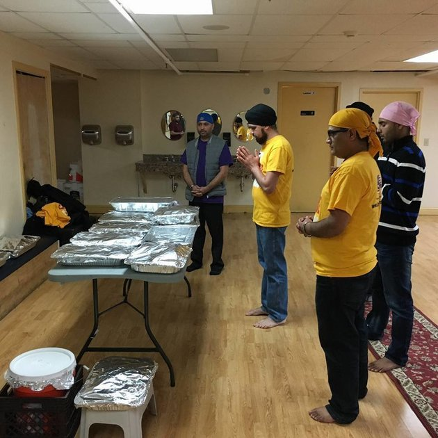 Sikhs in New Jersey Feed Thousands Because it's The Sikh Thing to Do