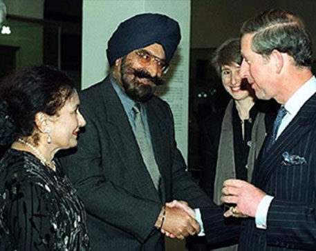 Dr. Narinder S. Kapany and his wife, Satinder meet HRH Prince Charles at the opening of The Arts of the Sikh Kingdoms in London.